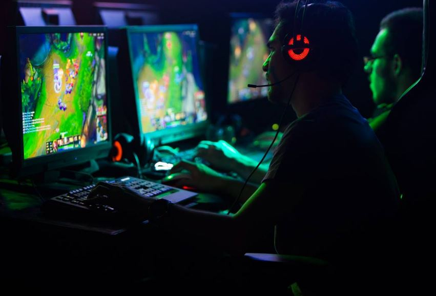 How Do Competitive Gaming Tournaments Work